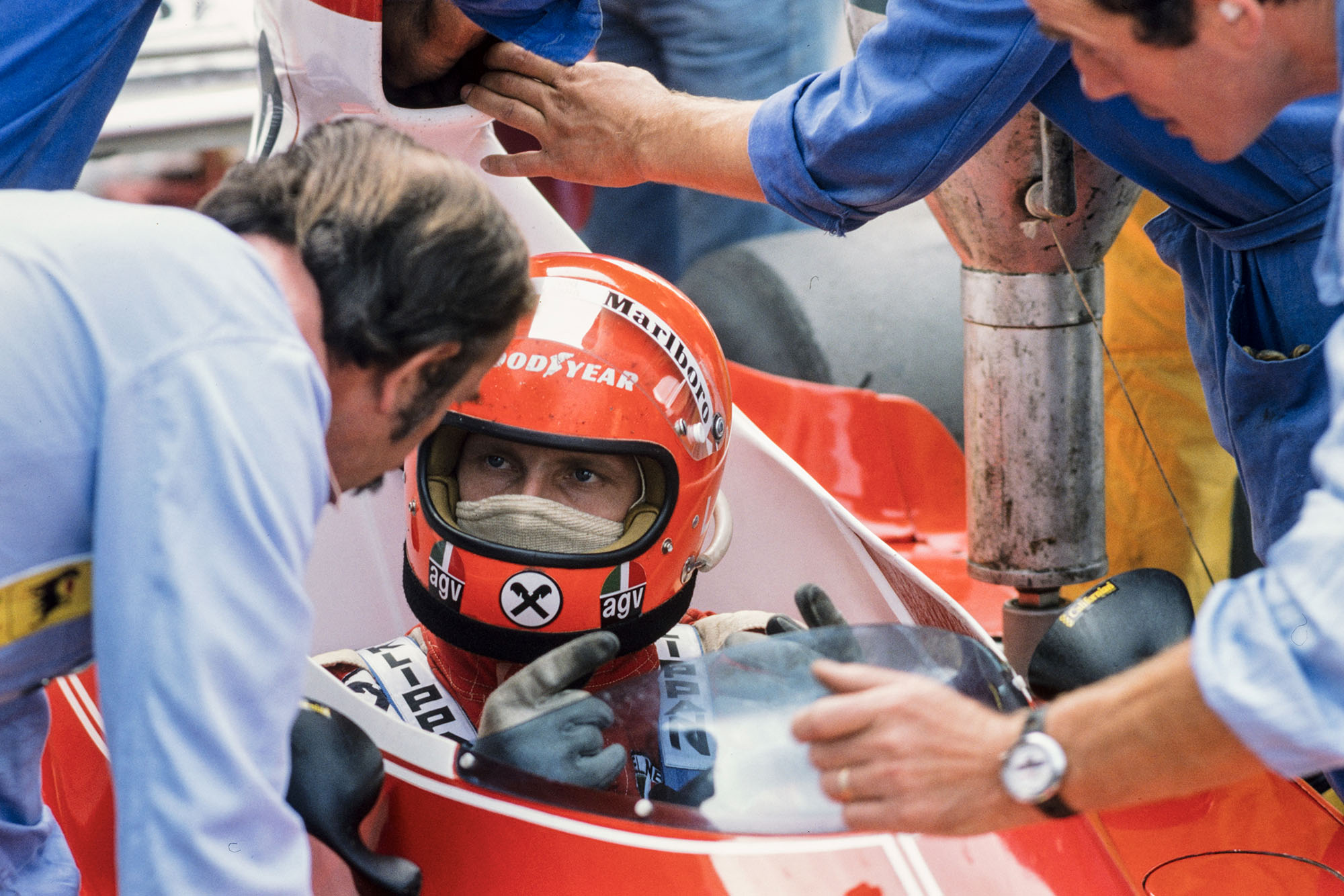 Niki Lauda (Ferrari) sits in his Ferrari at the 1975 Italian Grand Prix, Monza.