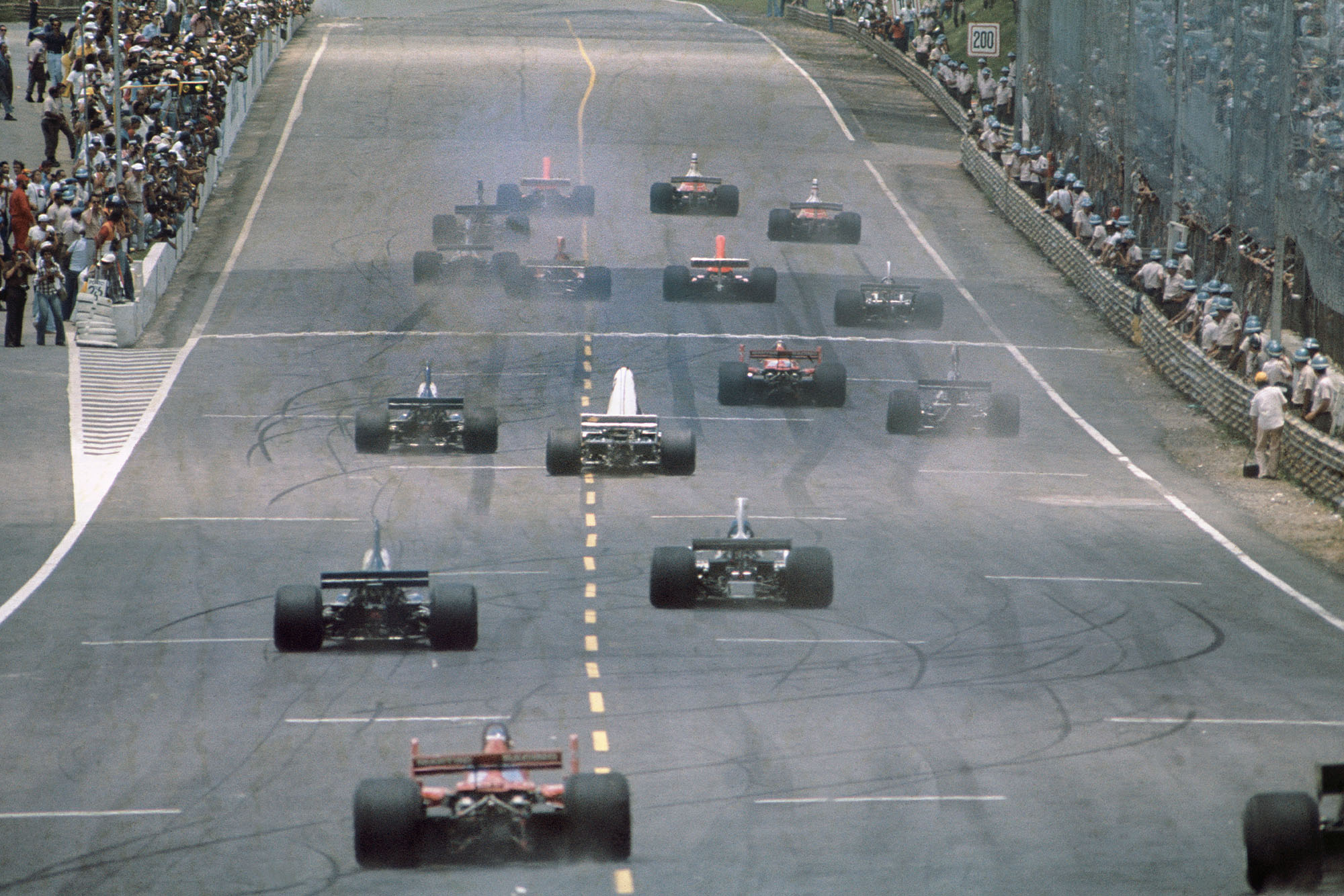 The cars pull away at the start of the 1976 Brazilian Grand Prix, Interlagos.