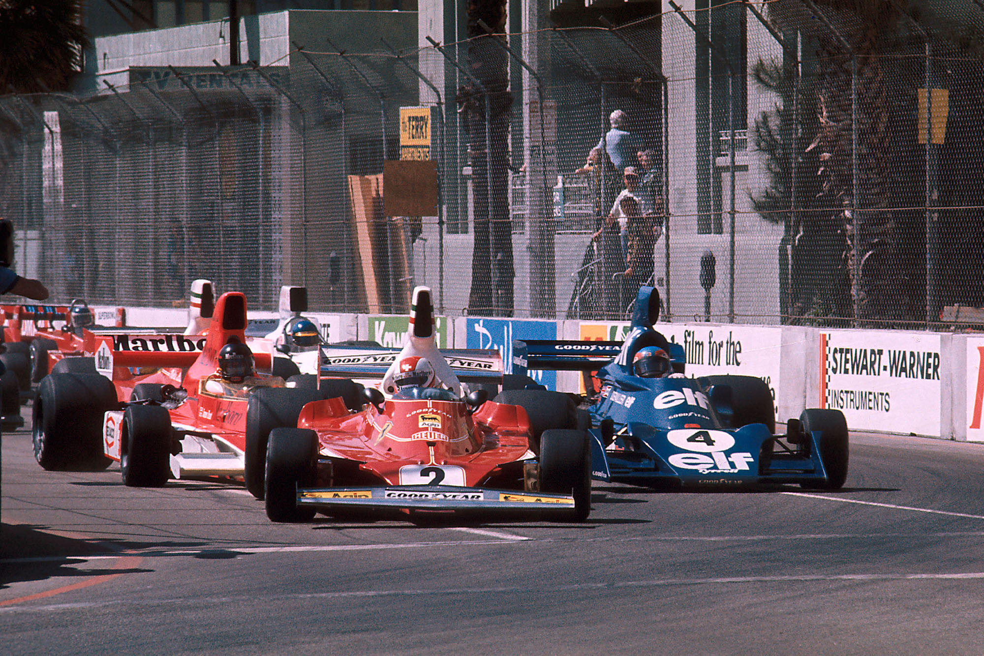 The cars squeeze into Turn 1 at the start of the 1976 United States Grand Prix, Long Beach.