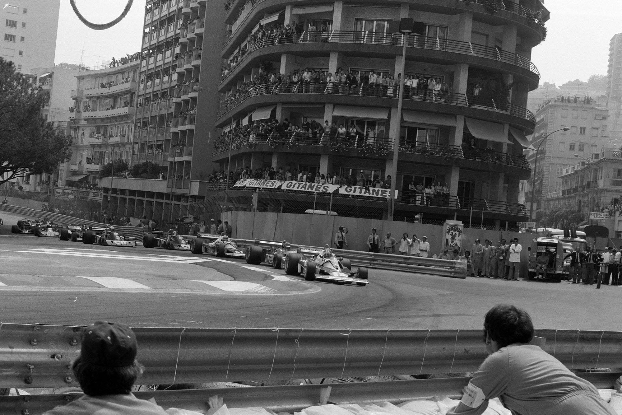 The field heads into Saint Devote at the start at the 1976 Monaco Grand Prix.