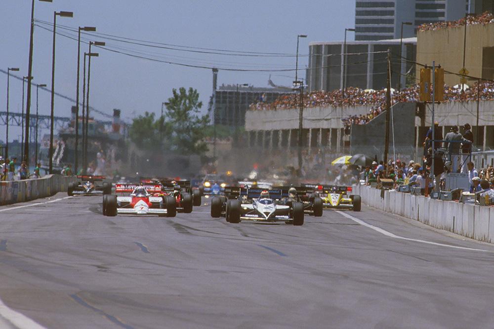 Nelson Piquet (Brabham BT53 BMW) leads Alain Prost (McLaren MP42 TAG Porsche) at the start.
