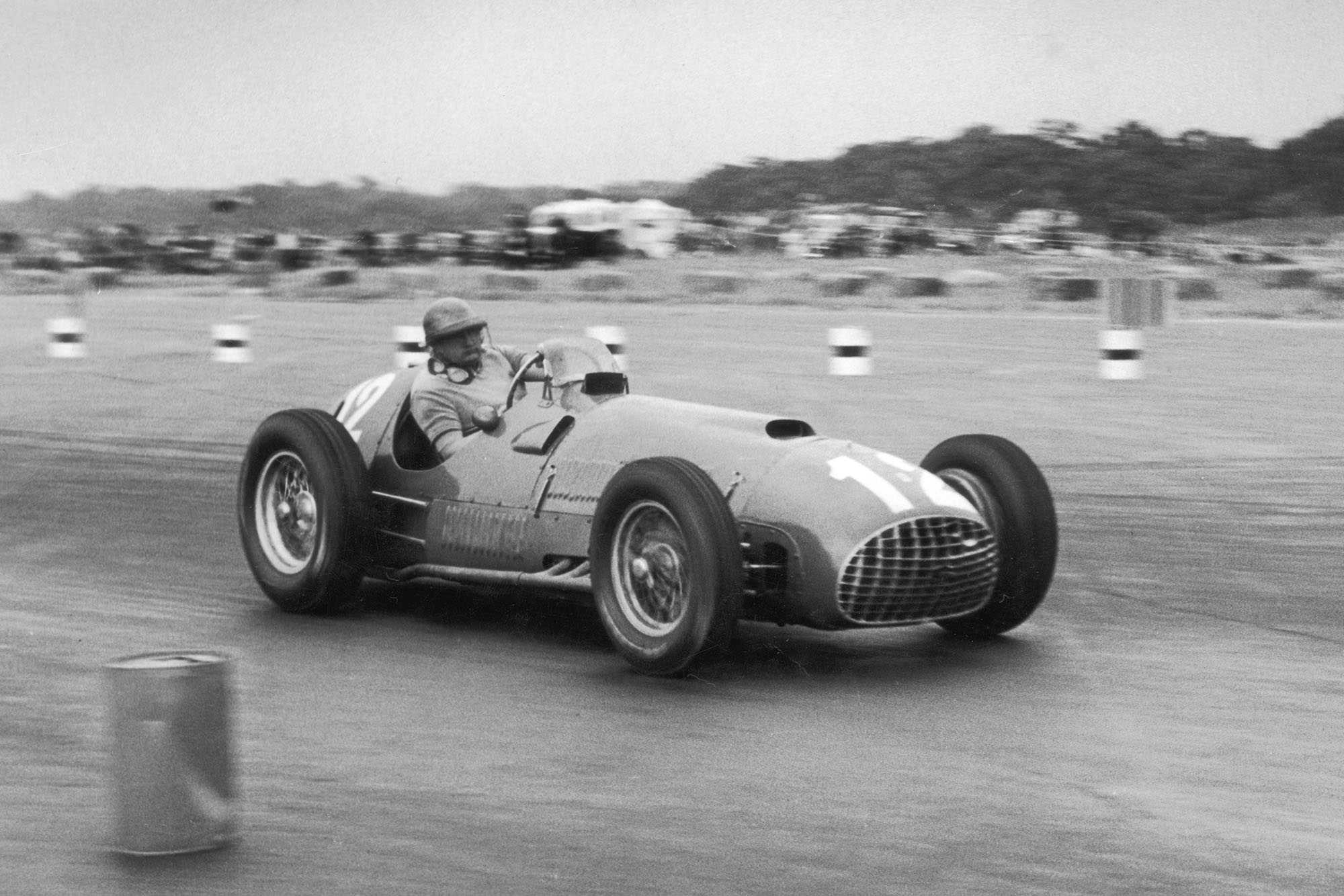 28th July 1951: Froilan Gonzalez in his Ferrari 375 on his way to victory in the British Grand Prix at Silverstone