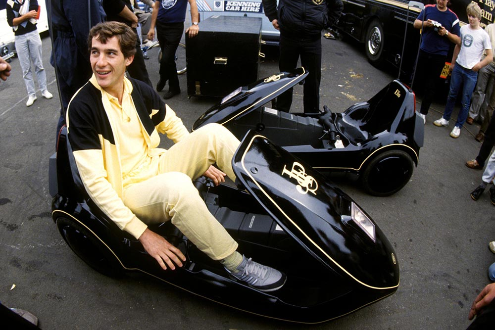 Ayrton Senna Lotus familiarises himself with a JPS liveried Sinclair C5 a revolution in automotive engineering!