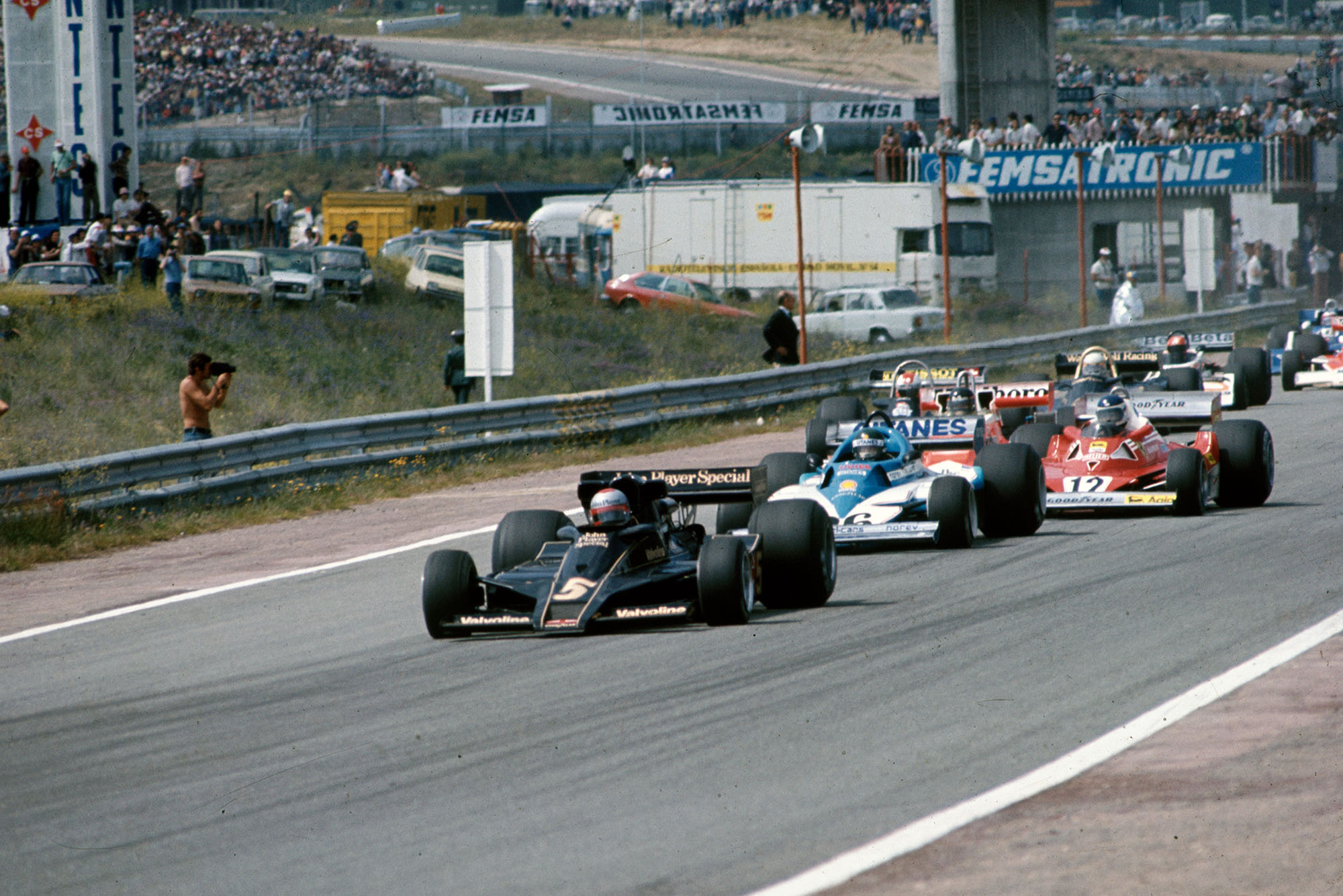 Mario Andretti (Lotus) takes the lead at the start of the 1977 Spanish Grand Prix, Jarama.
