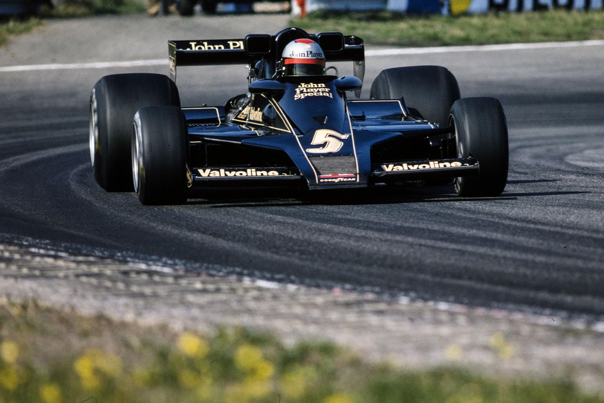 Mario Andretti (Lotus) at the 1977 Dutch Grand Prix, Zandvoort.