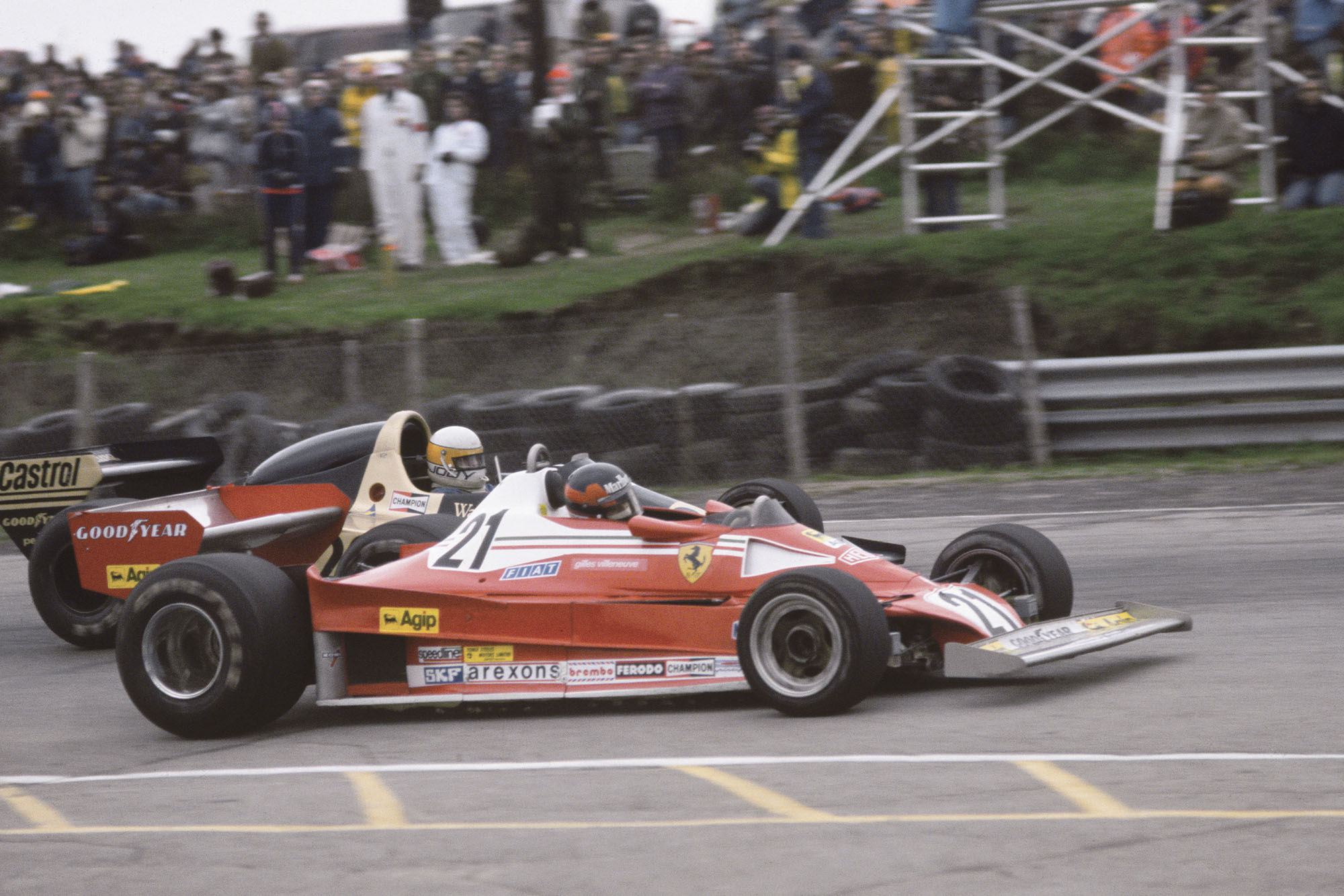 Gilles Villeneuve (Ferrari) fights with Jody Scheckter (Wolf), 1977 Canadian Grand Prix, Mosport Park.