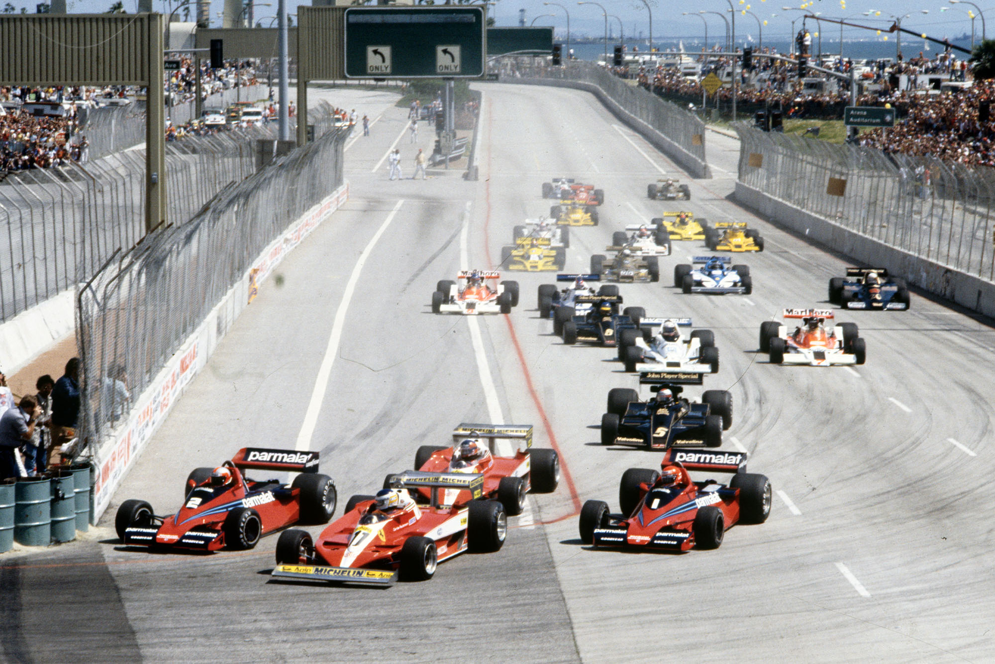 The field squeezes into Turn One at the 1978 United States Grand Prix West, Long Beach.
