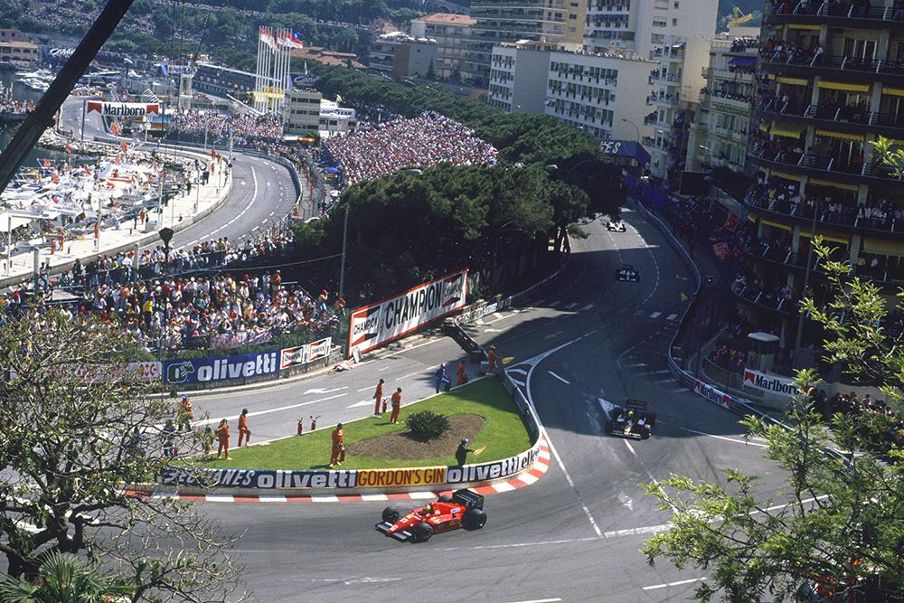 Michel Alboreto (Ferrari F186) leads Ayrton Senna (Lotus 98T-Renault).
