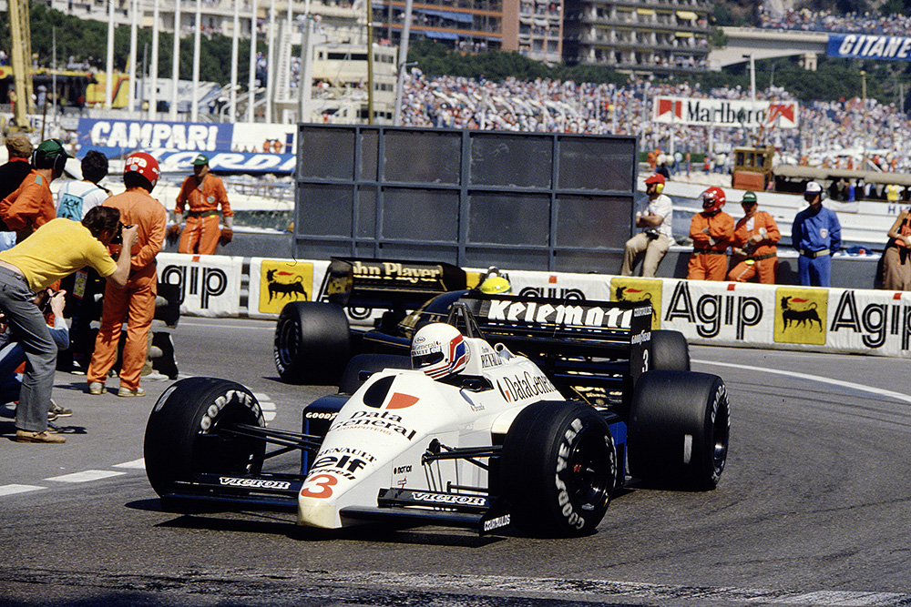 Martin Brundle corners in his Tyrrell 015 Renault.