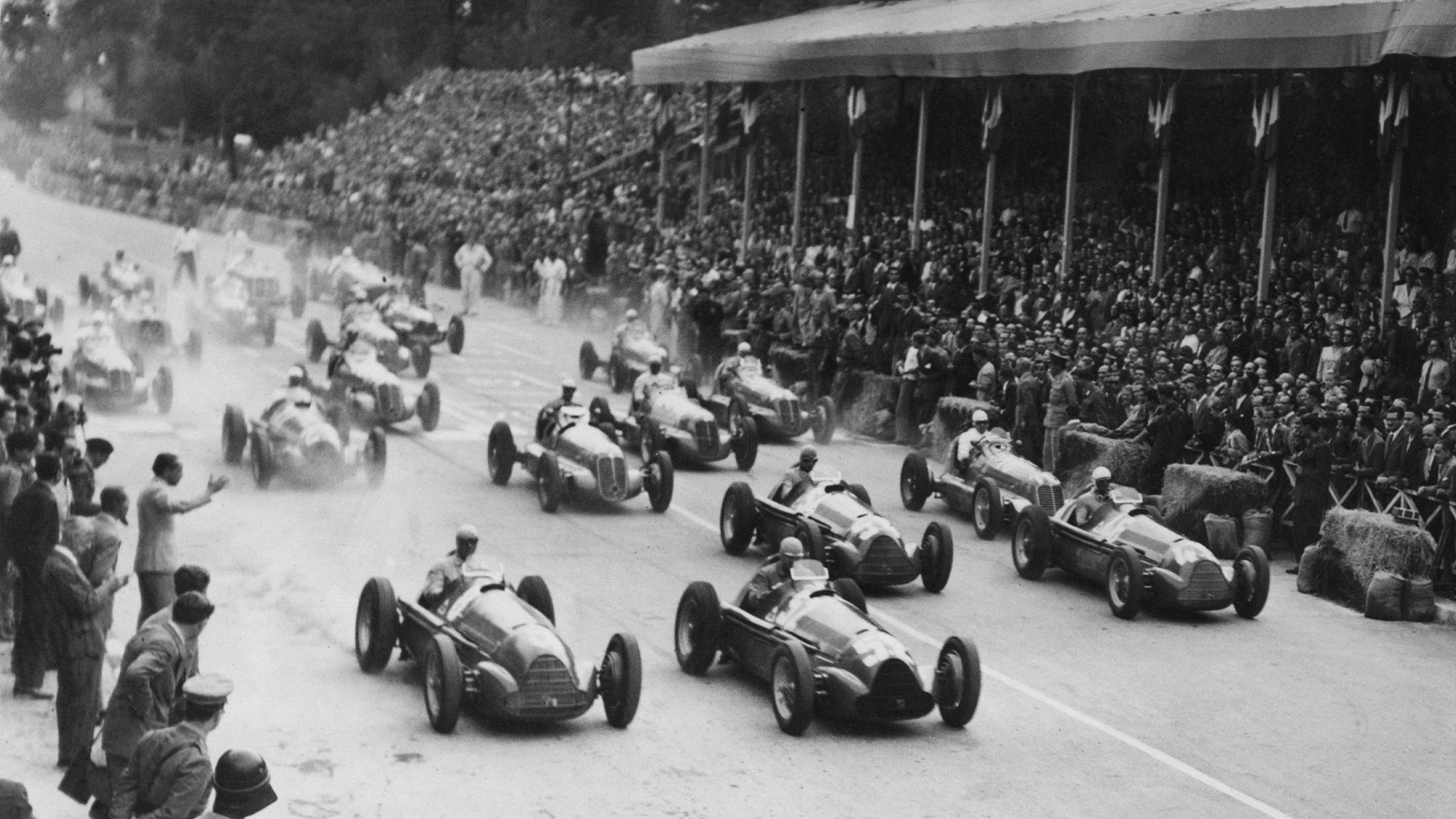 Jean-Pierre Wimille and Giuseppe Farina lead at the start of the 1946 Turin Grand prix