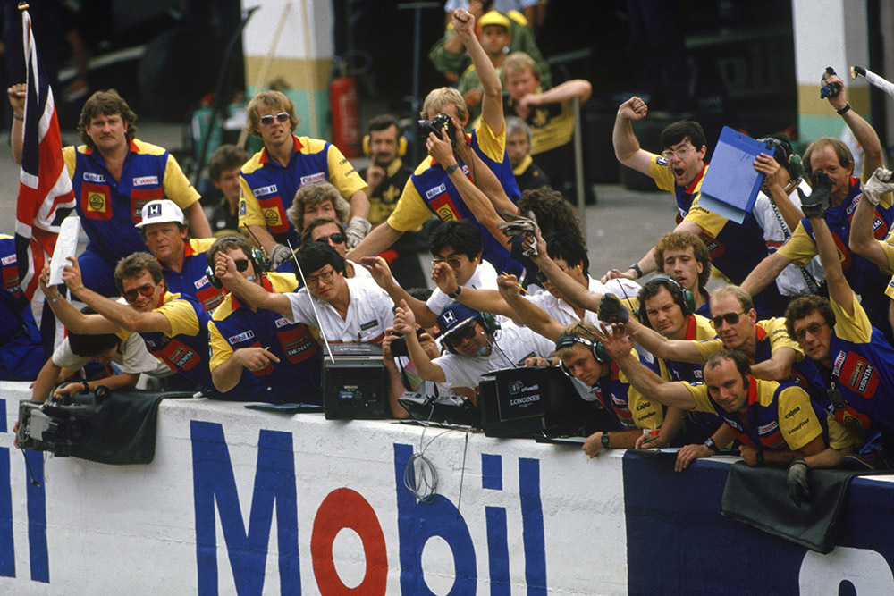 The Williams team celebrate Nigel Mansell's the victory on the pit wall.