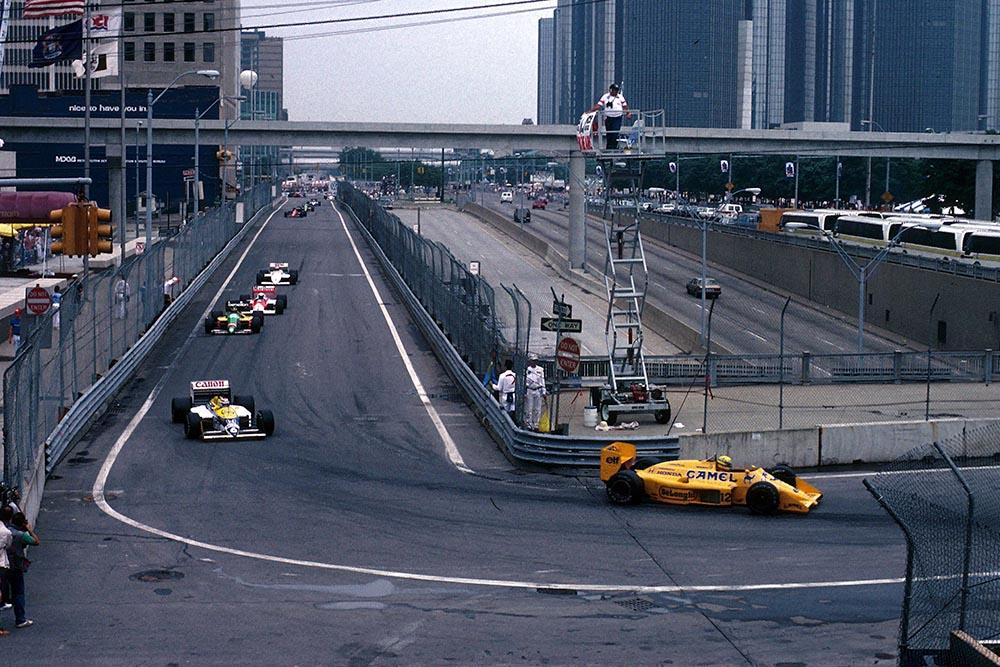 Ayrton Senna (Lotus 99t), leads 2nd placed Nelson Piquet (Williams FW11B).