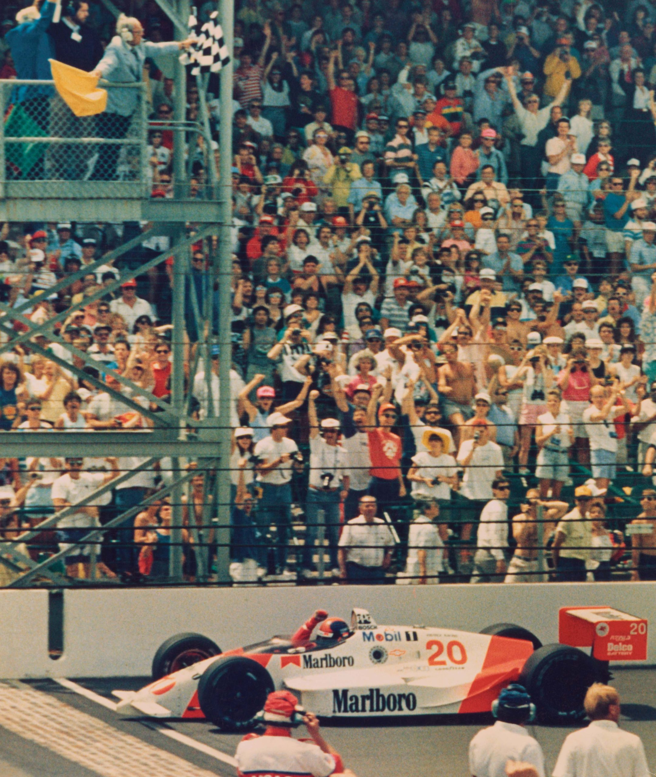 Emerson-Fittipaldi-crosses-the-line-to-win-the-1989-Indy-500