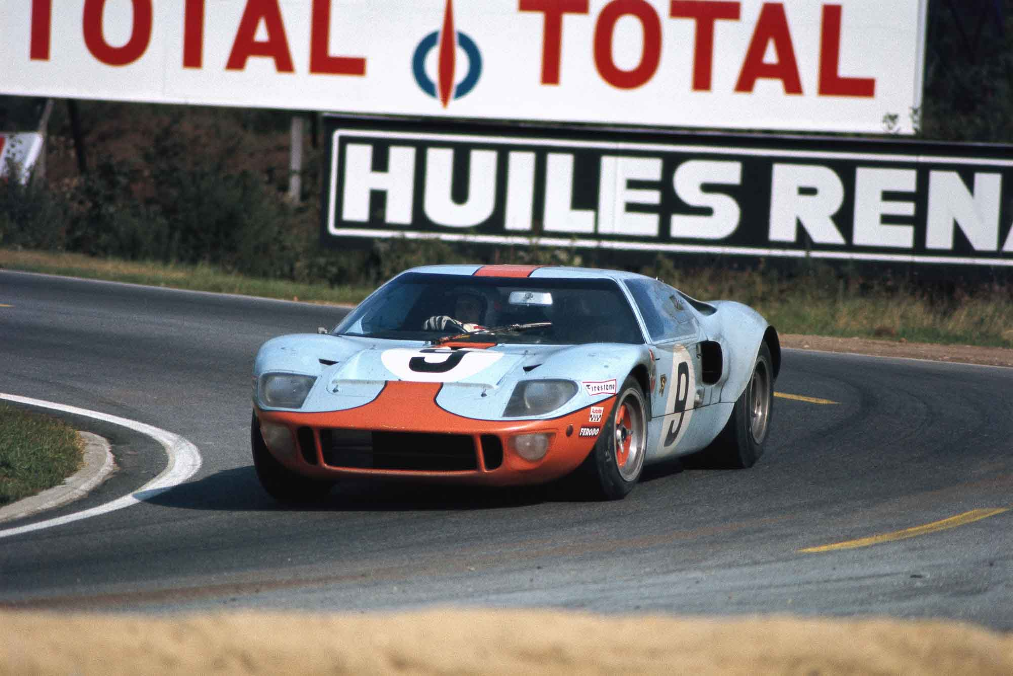 Pedro Rodriguez / Lucien Bianchi in the J. W. Automotive Engineering Lt, Ford GT40 at le Mans 1968