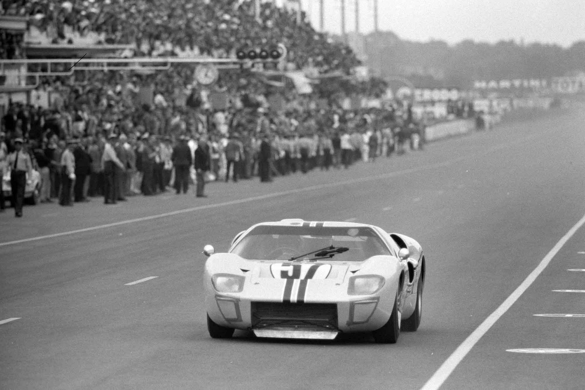 Paul Hawkins / Ronnie Bucknum, Shelby American, Ford GT40 Mk2B, 1967 Le Mans