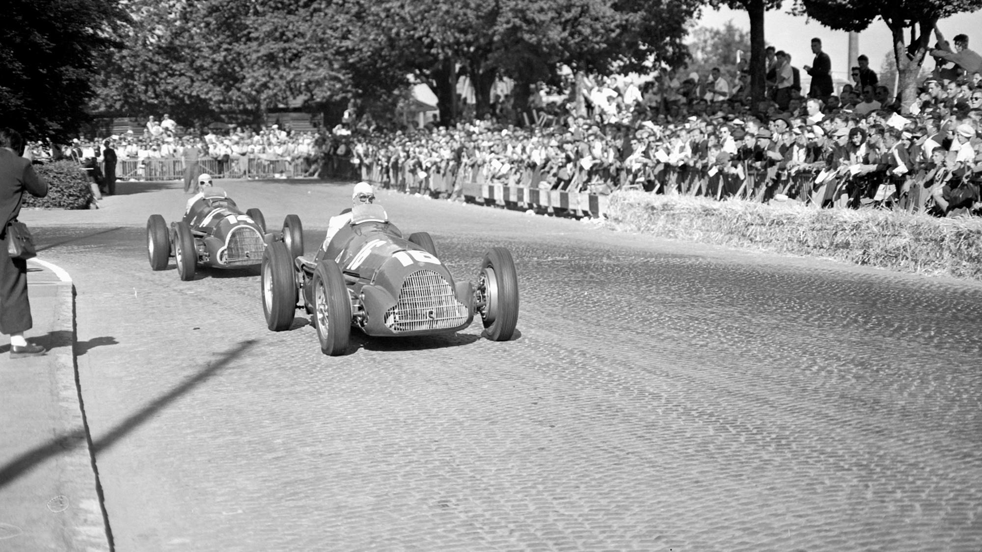 Giuseppe Farina leads Juan Manuel Fangio at the 1950 Berne GP