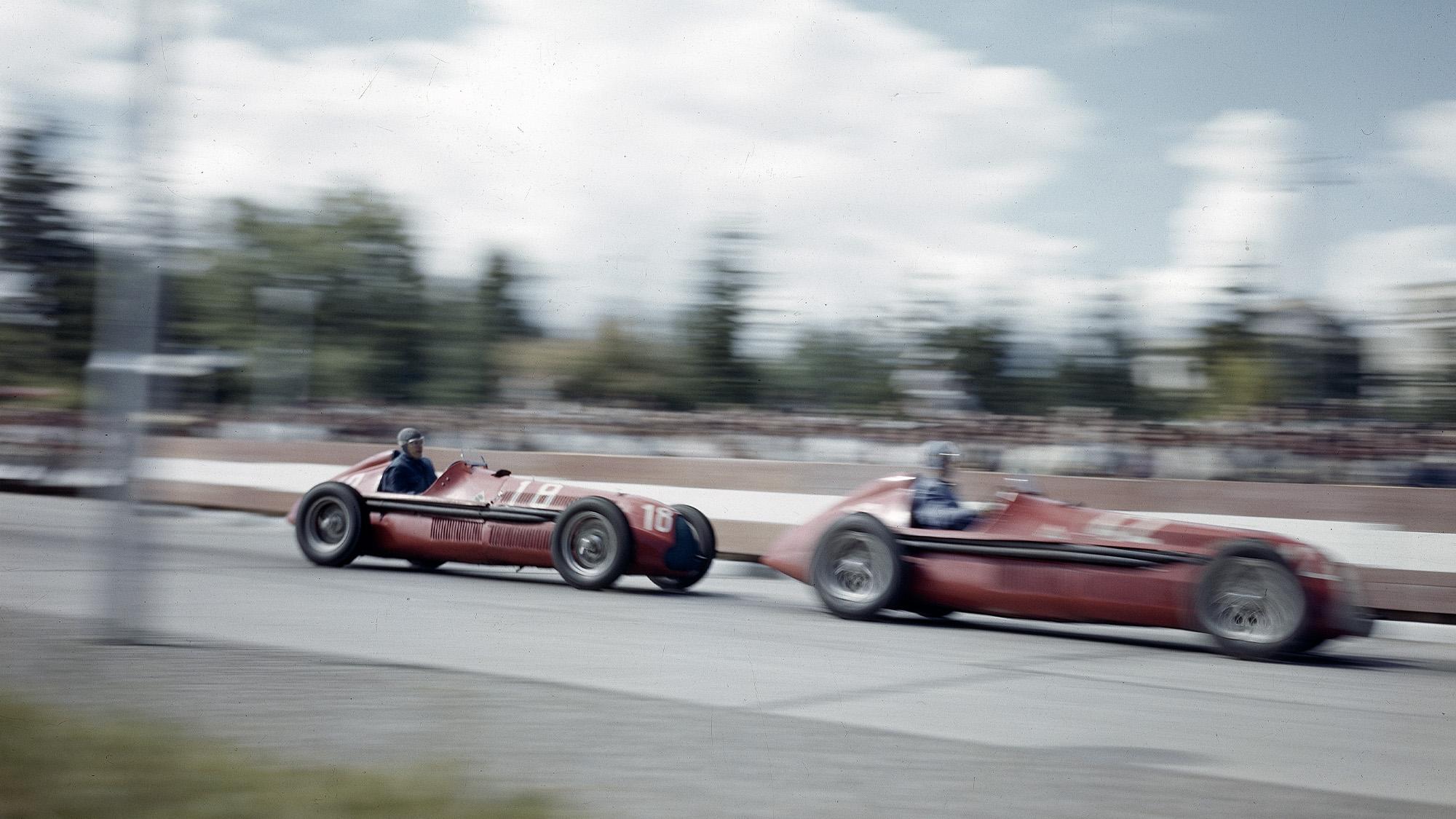 Jean Pierre Wimille leads Giuseppe Farina in the Grand Prix des Nations Geneva