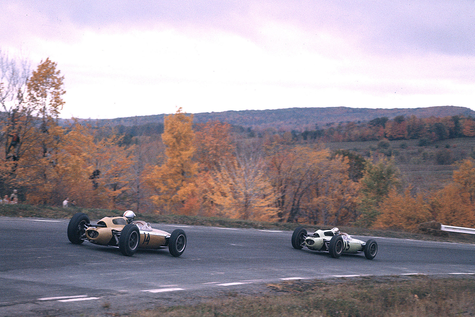Roger Penske (Team Zerex/Lotus 24 Climax) chases Innes Ireland (UDT Laystall Racing Team/Lotus 24 Climax)