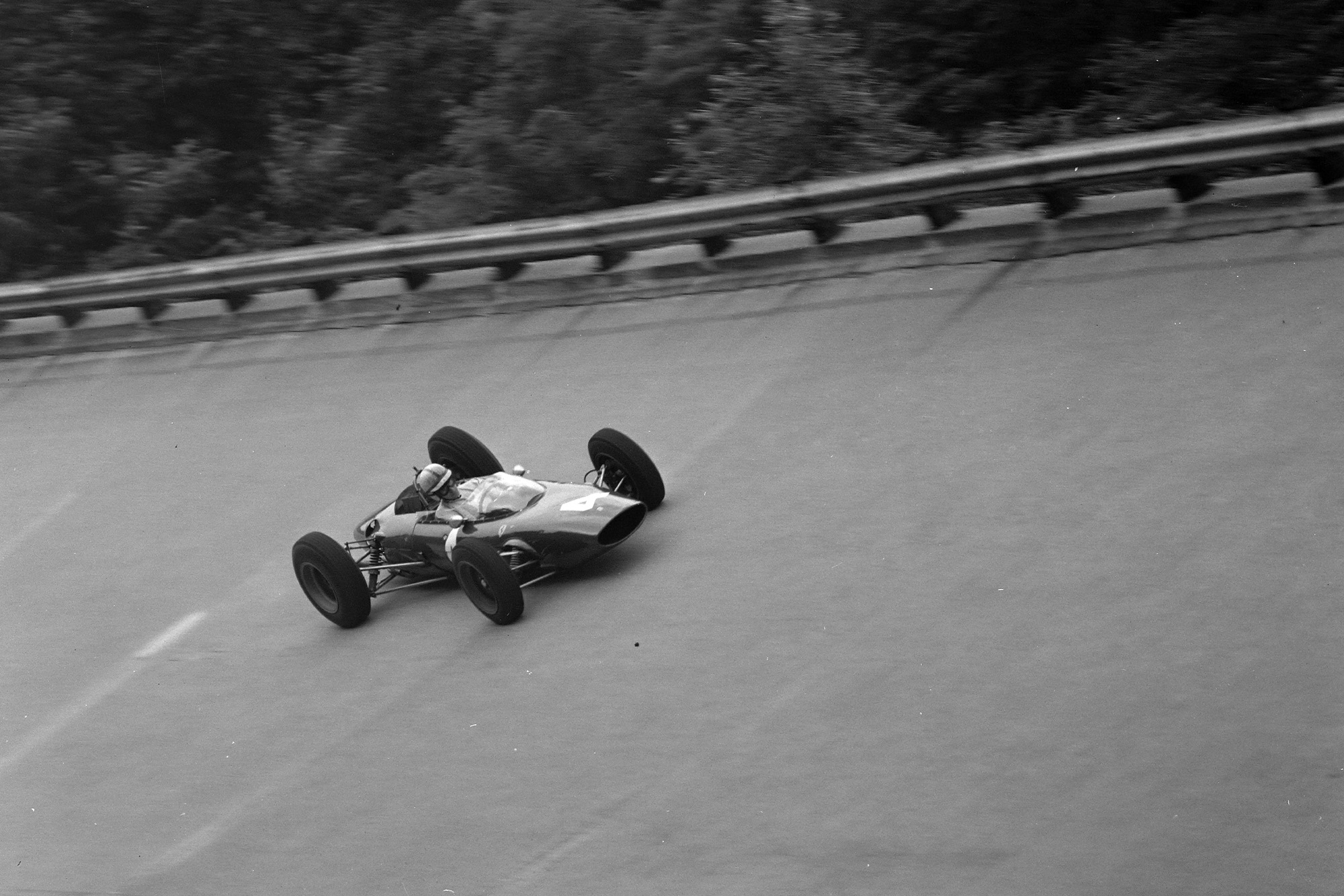 John Surtees, Ferrari 156 Aero, on the banking. This layout was not used for the race.