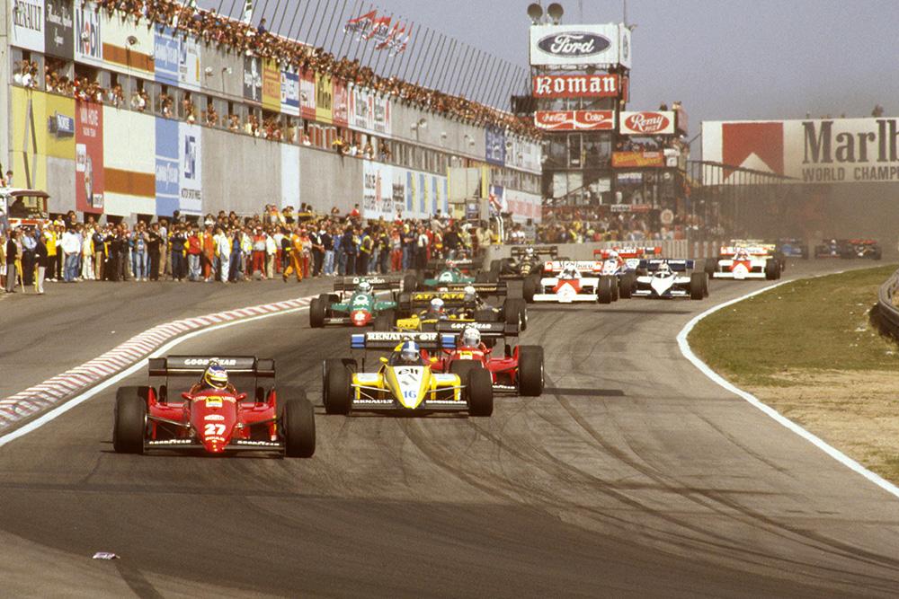 Michele Alboreto (Ferrari 126C4) leads Derek Warwick (Renault RE50) and Rene Arnoux (Ferrari 126C4) at the start.