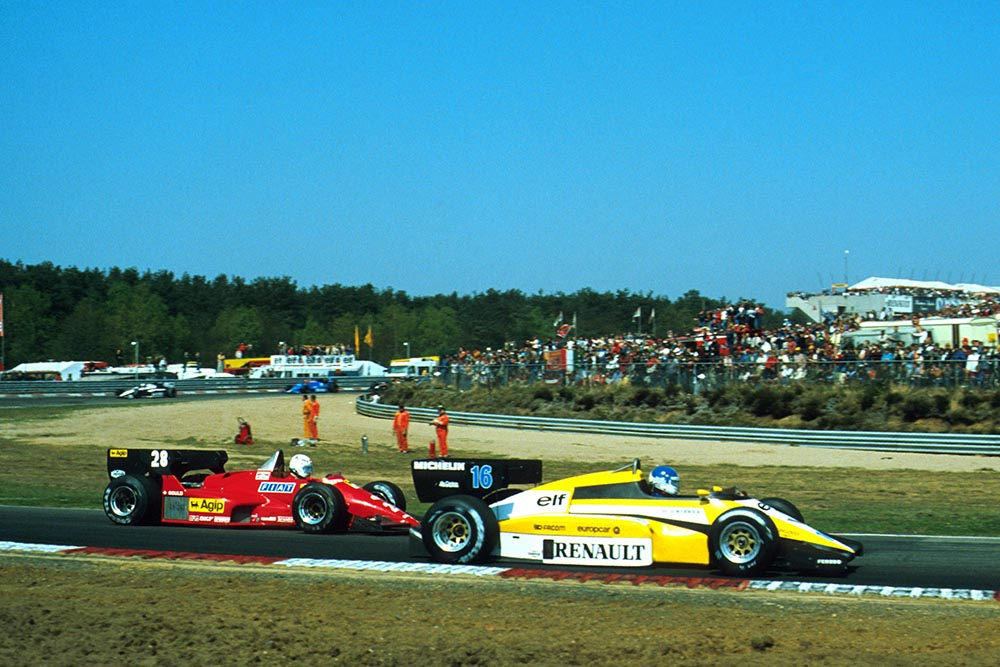 2nd place Derek Warwick (Renault RE50) battles with 3rd place Rene Arnoux (Ferrari 126C4).