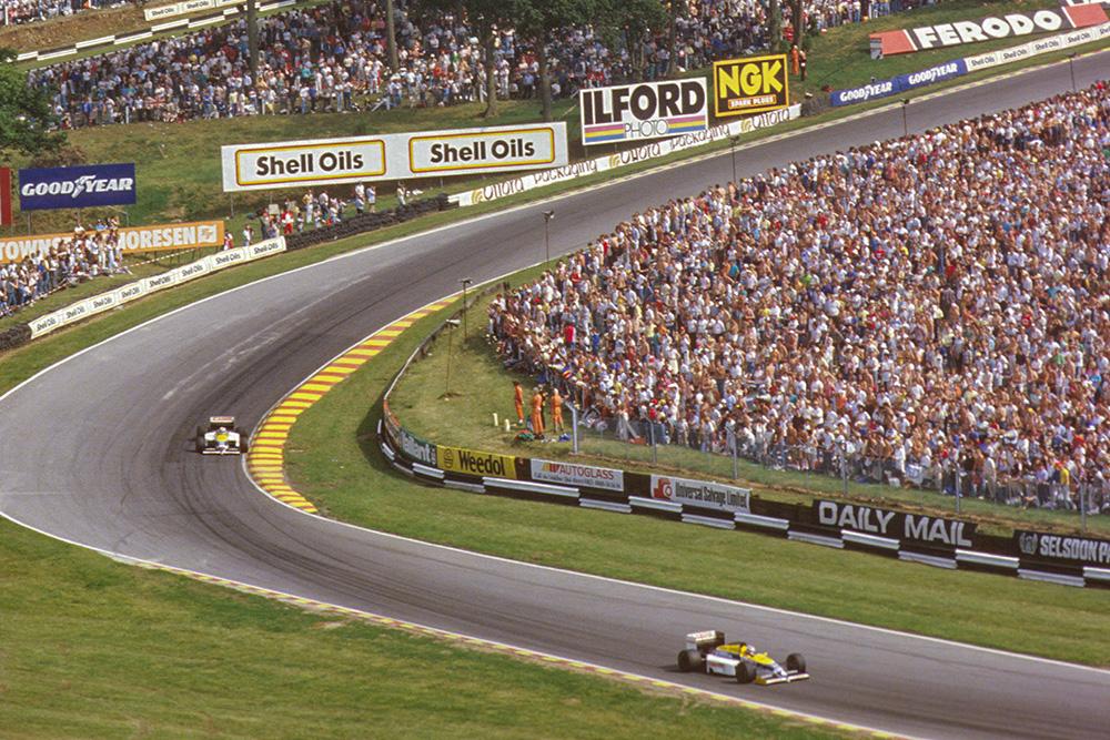 Nelson Piquet leads teammate Nigel Mansell (both Williams FW11 Honda's) around Graham Hill Bend.