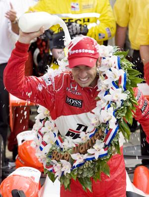 Castroneves scores Penske's 15th Indy 500 win