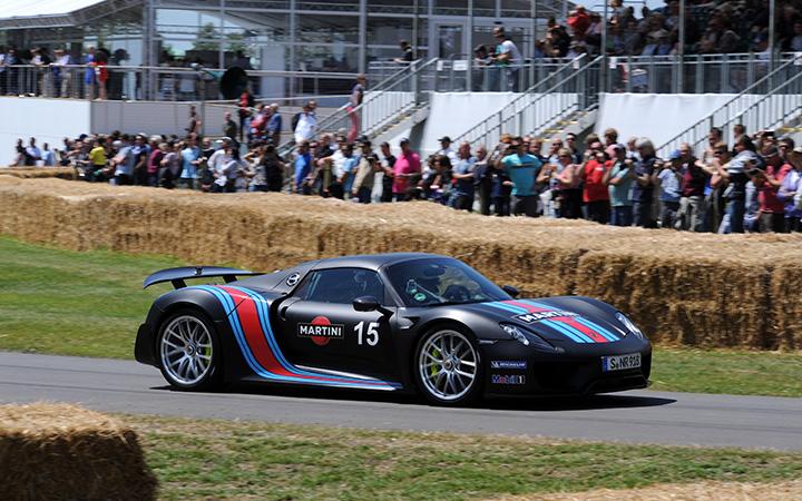 LaFerrari vs McLaren P1 vs Porsche 918. Or not…