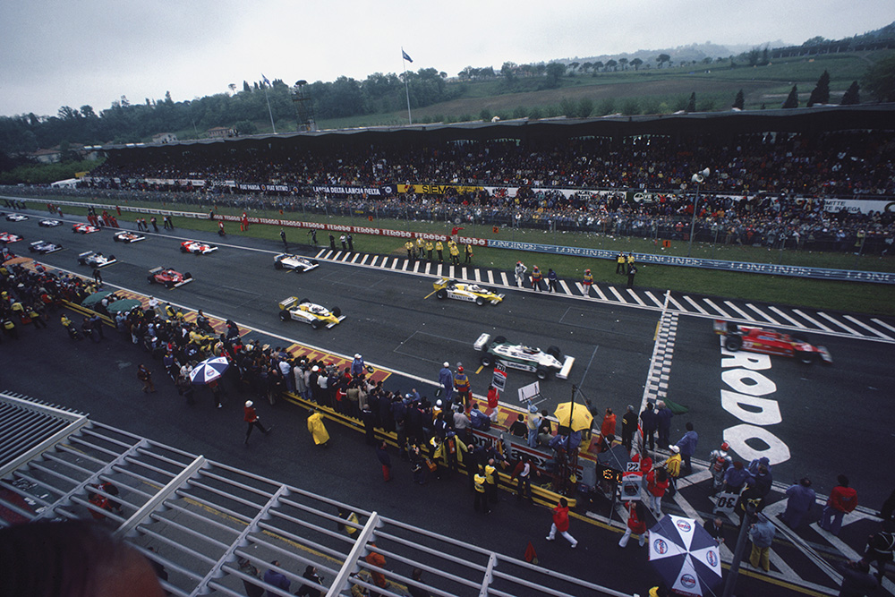 Gilles Villeneuve (Ferrari 126CK) and Carlos Reutemann (Williams FW07C-Ford Cosworth) lead the grid away on the formation lap.