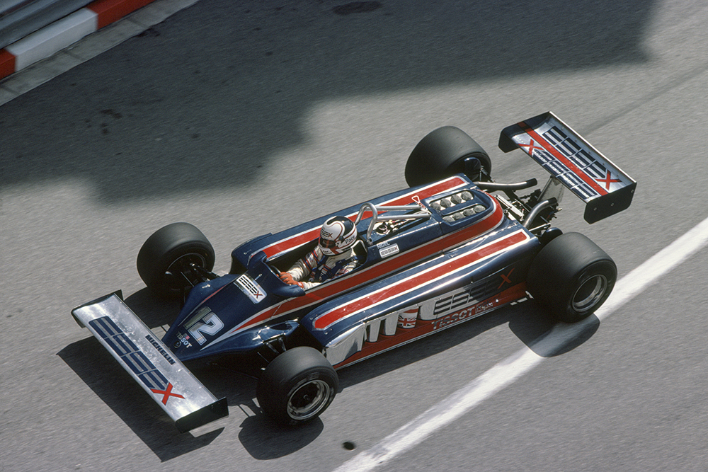 Nigel Mansell who later retired in his Lotus 87-Ford Cosworth.