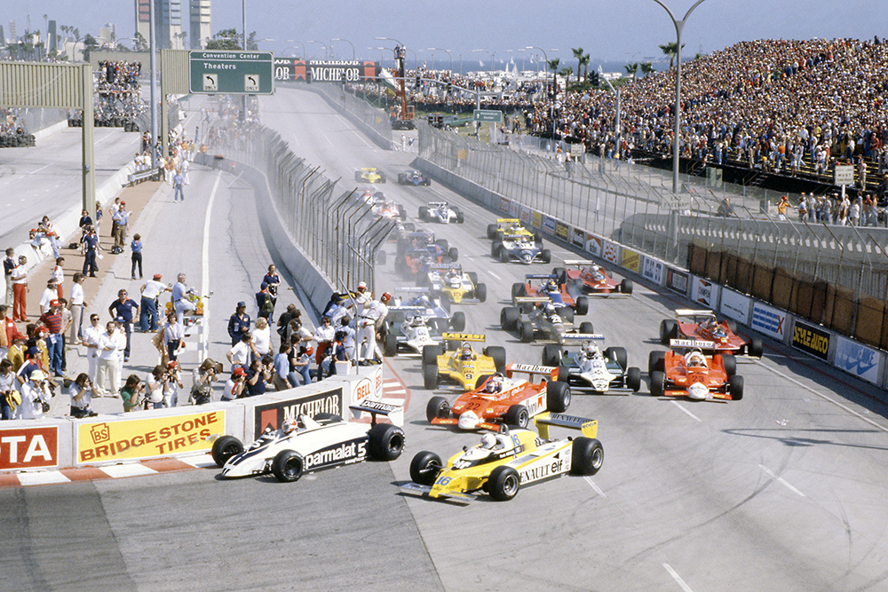 Nelson Piquet (Brabham BT49-Ford Cosworth) leads Rene Arnoux (Renault RE20), Patrick Depailler (Alfa Romeo 179B), Jan Lammers (ATS D4-Ford Cosworth), Alan Jones (Williams FW07B-Ford Cosworth) and Bruno Giacomelli (Alfa Romeo 179B) at the start.