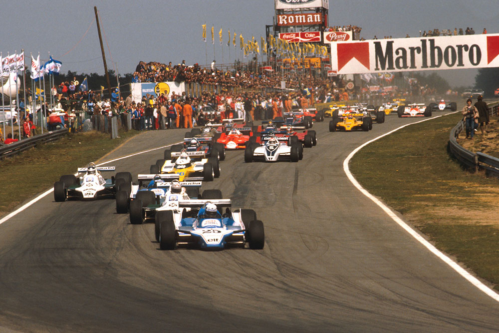 Didier Pironi (Ligier JS11/15 Ford) leads Alan Jones (Williams FW07B Ford), Jacques Laffite (Ligier JS11/15 Ford), Carlos Reutemann (Williams FW07B Ford) and Rene Arnoux (Renault RE20) into the first turn at the start.