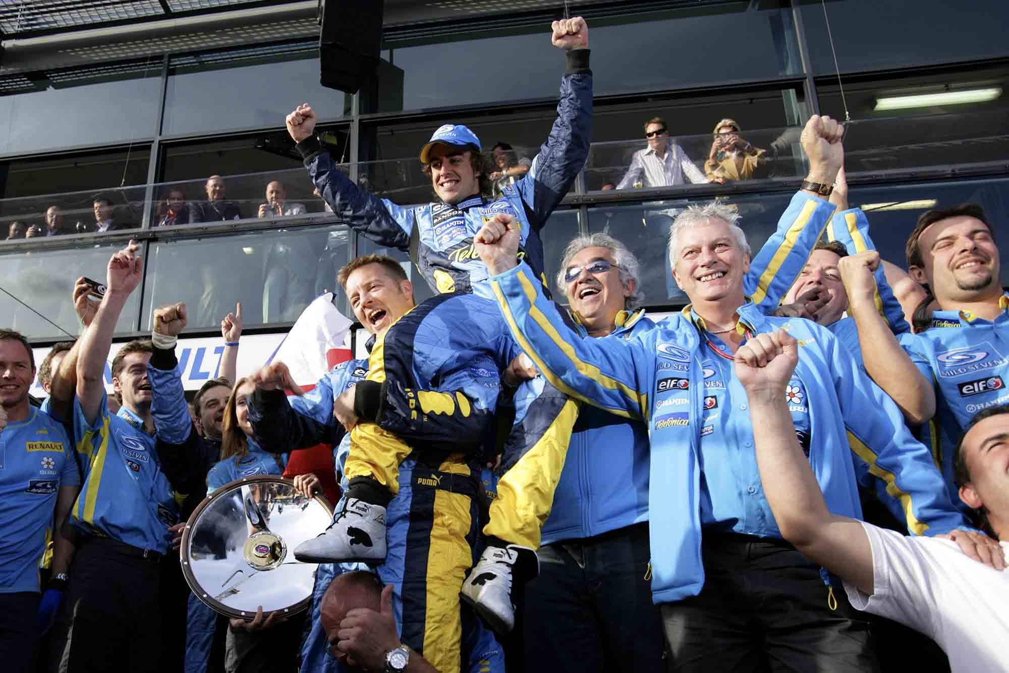 Fernando Alonso and Renault team celebrate winning the 2006 Australian Grand Prix