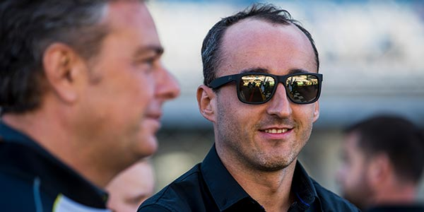 Kubica deal delayed by paperwork?