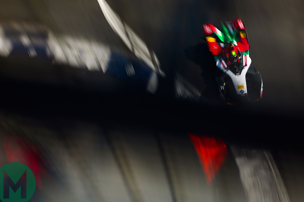 Lucas di Grassi on the way to victory in the 2018-19 Mexico City ePrix