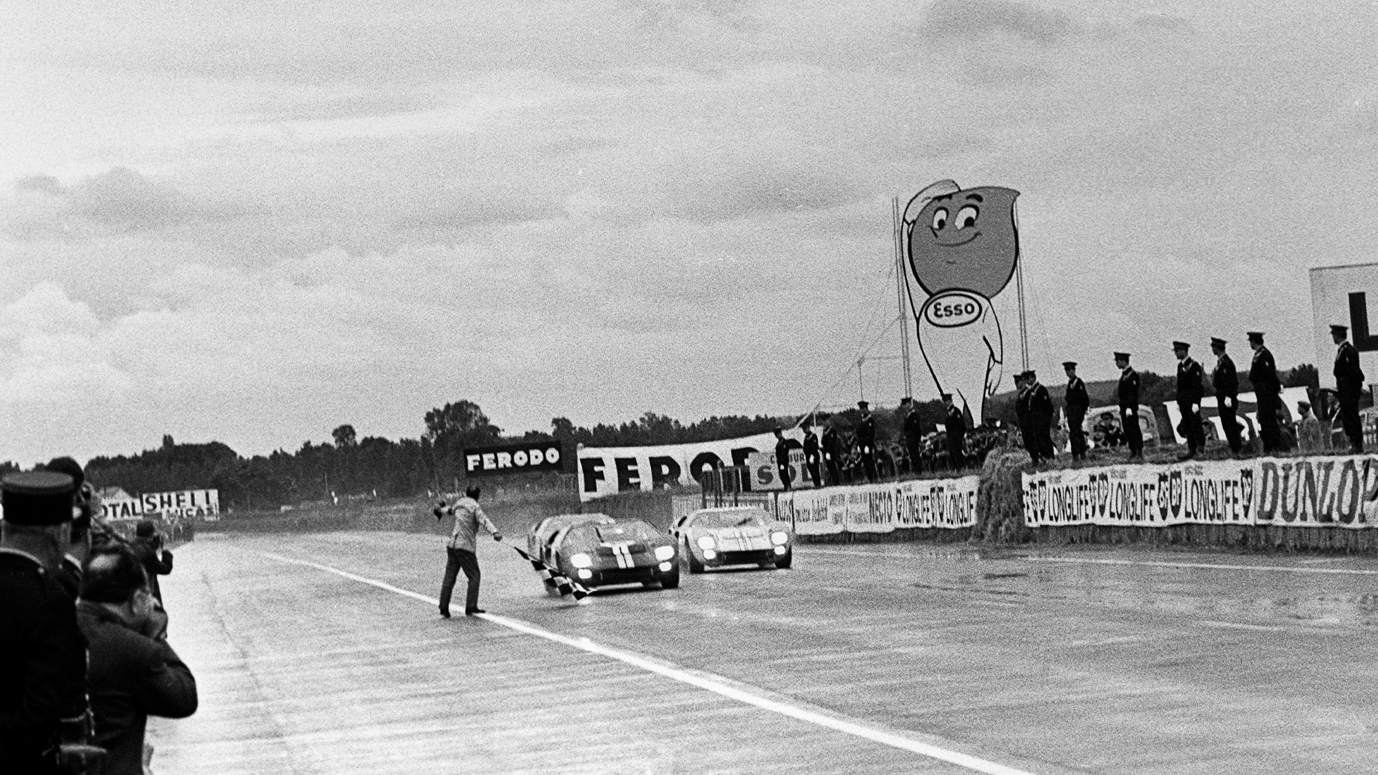 Foul Play In Ford S 1966 Le Mans 24 Hour Photo Finish Yanks At Le Mans Extract Motor Sport Magazine
