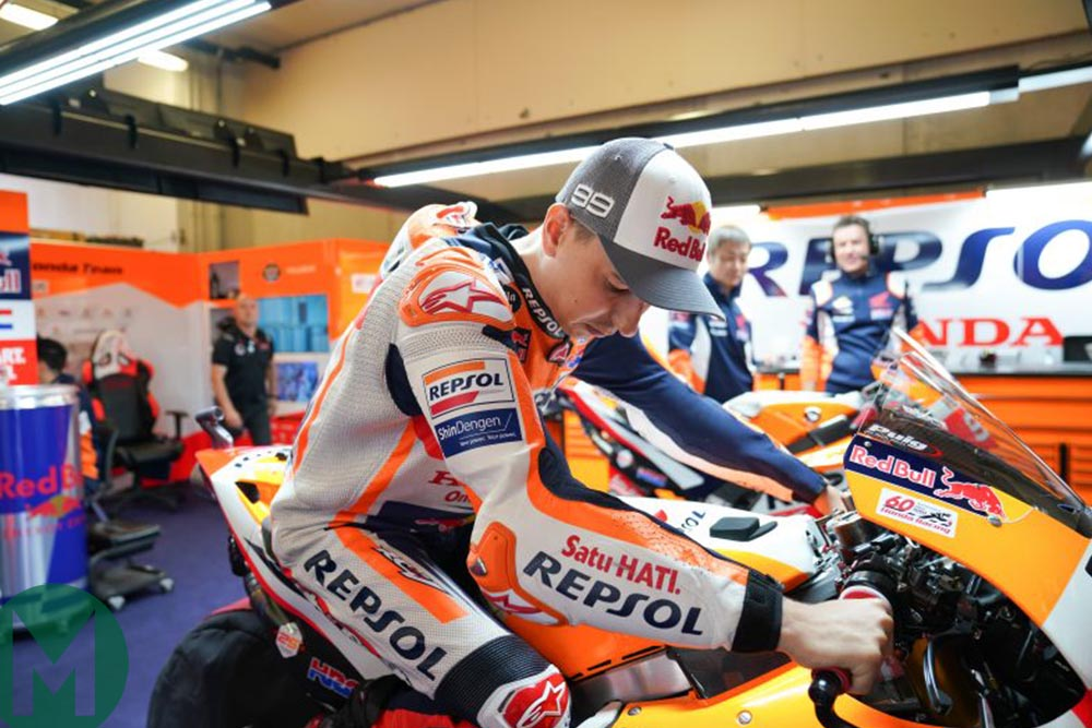 Lorenzo tries out his knee supports