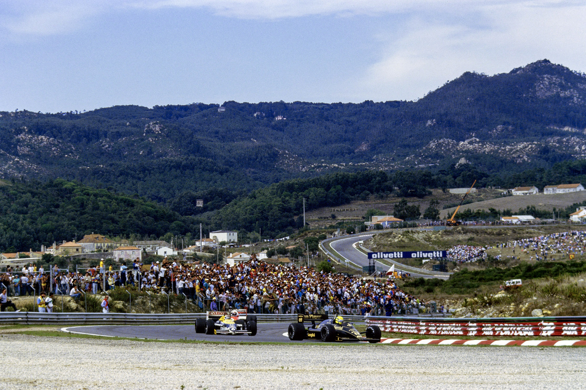 Ayrton Senna in his Lotus leads Nelson Piquet's Williams in the 1986 Portuguese Grand Prix