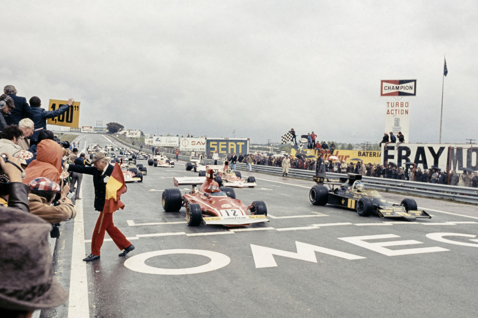 The cars leave the grid at the start of the 1974 Spanish Grand Prix, Jarama.