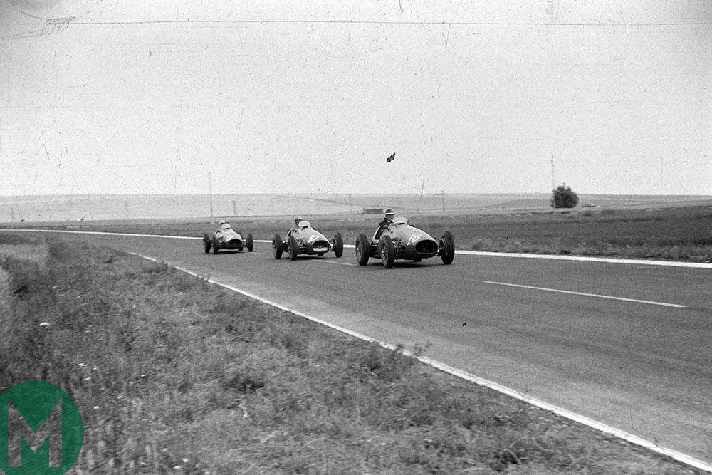 Mike Hawthorn leads Alberto Ascari and Luigi Villoresi at the 1953 French Grand Prix