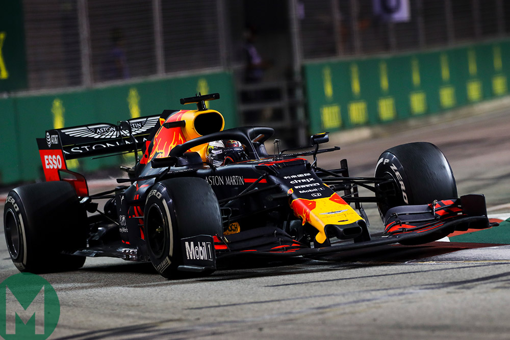 Max Verstappen's Red Bull hits the kerb at the 2019 F1 Singapore Grand Prix