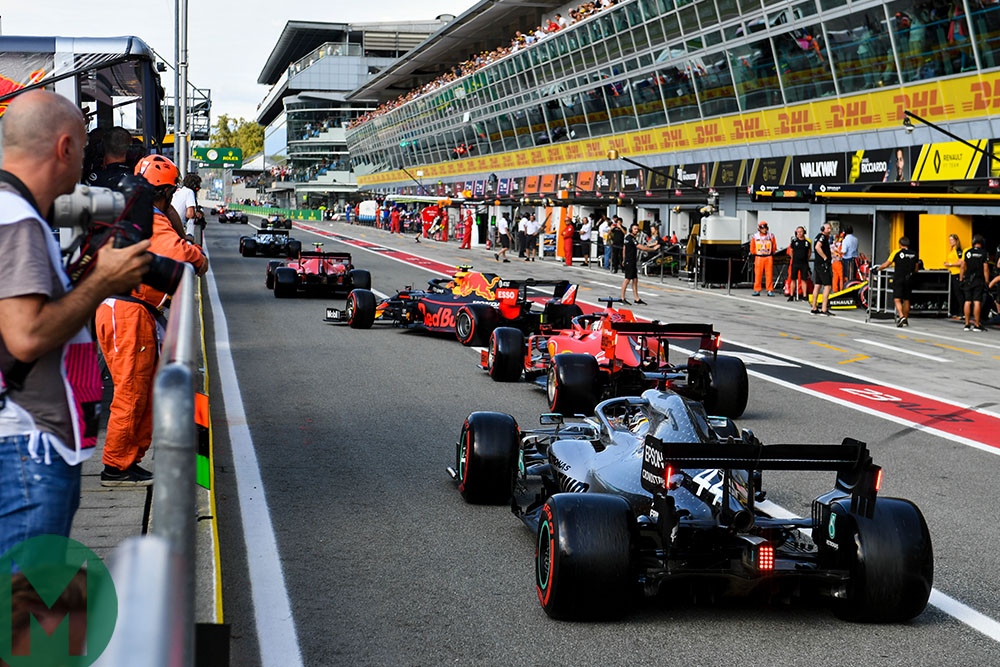 Cars queue along the pitlane to start their final last-minute run during qualifying for the 2019 Italian Grand Prix