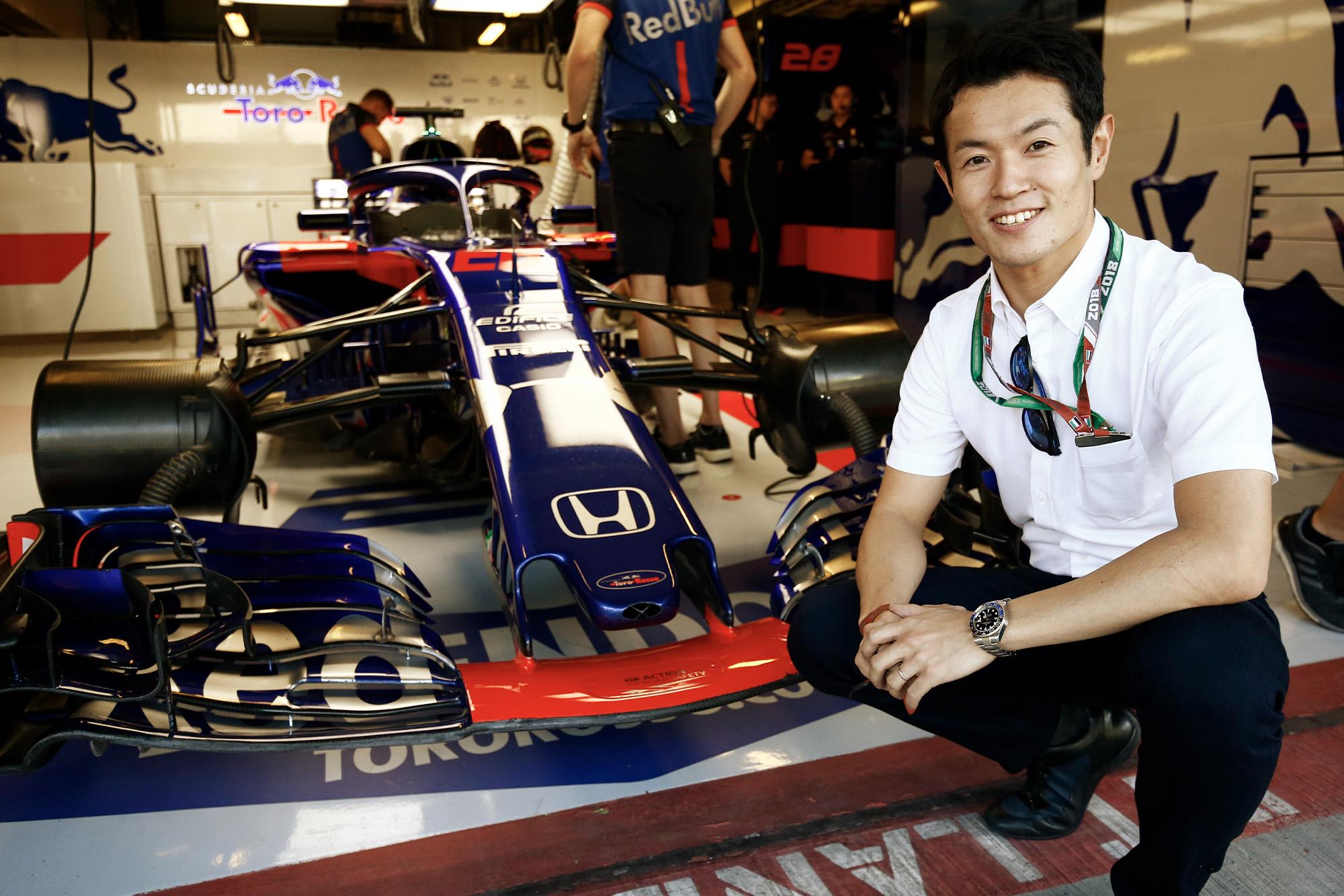 Naoki Yamamoto next to the 2018 Toro Rosso
