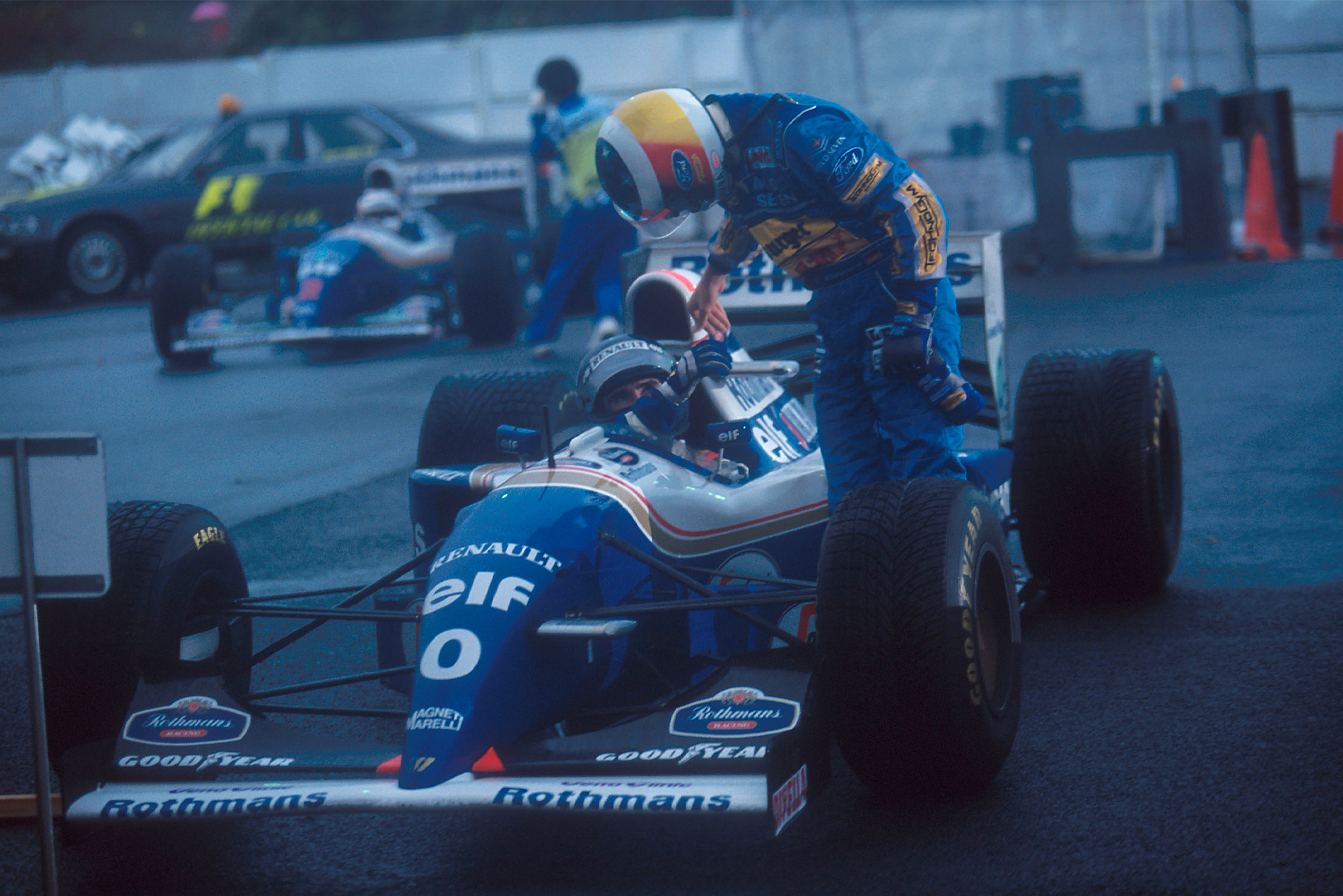 Michael Schumacher congratulates Damon Hill after the 1994 Japanese Grand Prix