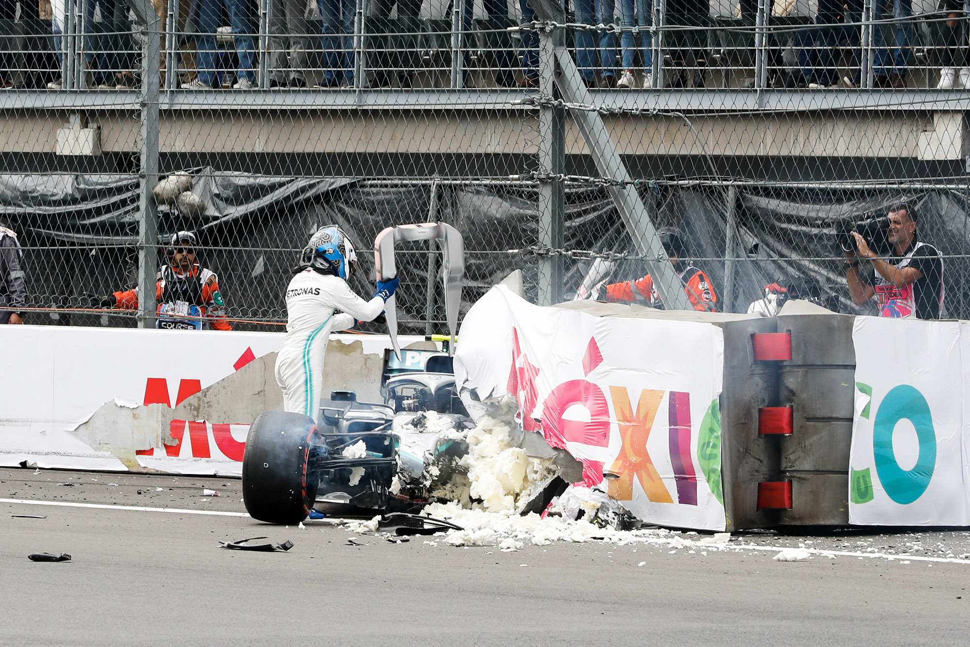 Valtteri Bottas's destroyed car in the barrier during qualifying for the 2019 F1 Mexican Grand Prix
