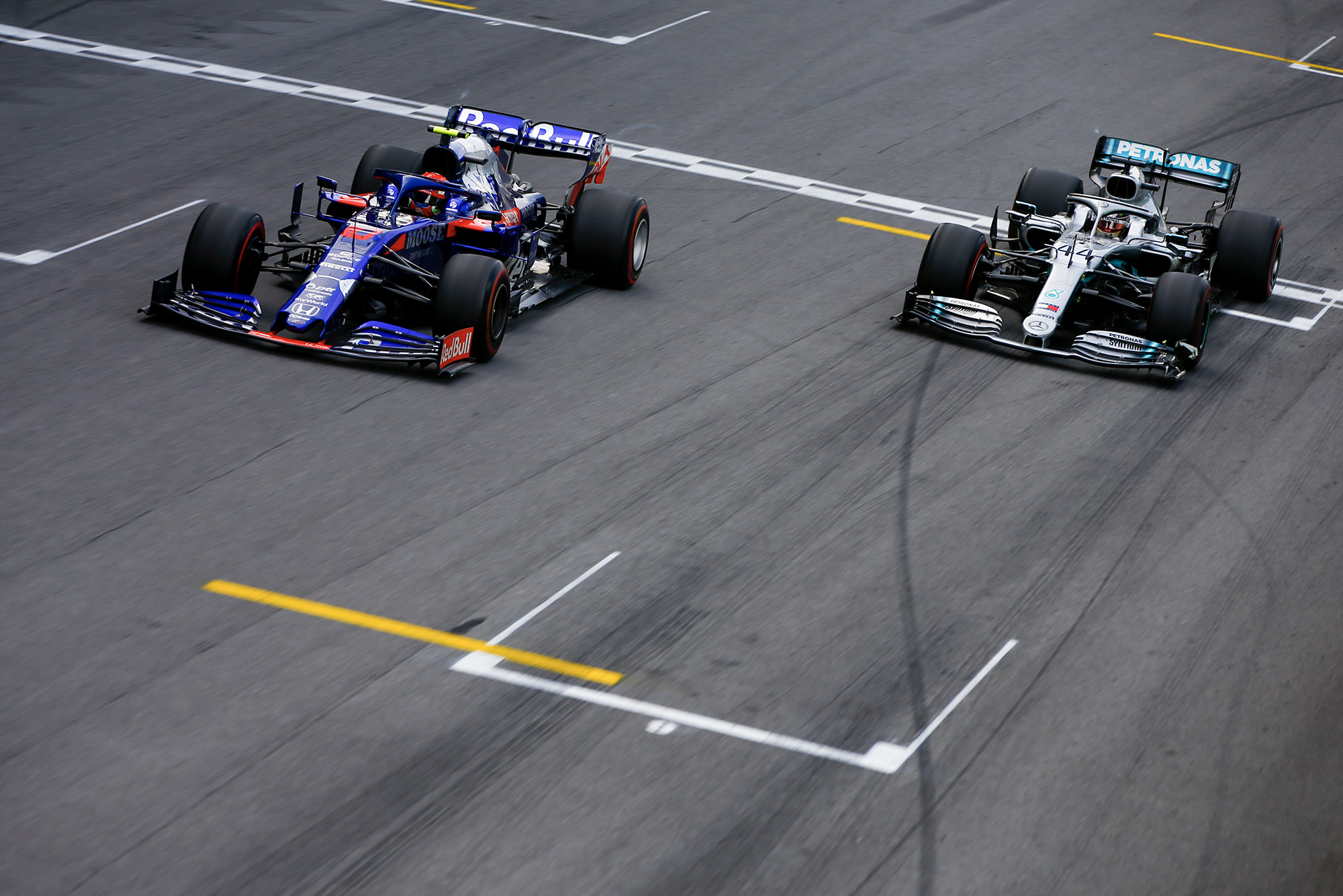 Gasly and Hamilton virtually side by side at the finish of the 2019 Brazilian Grand Prix