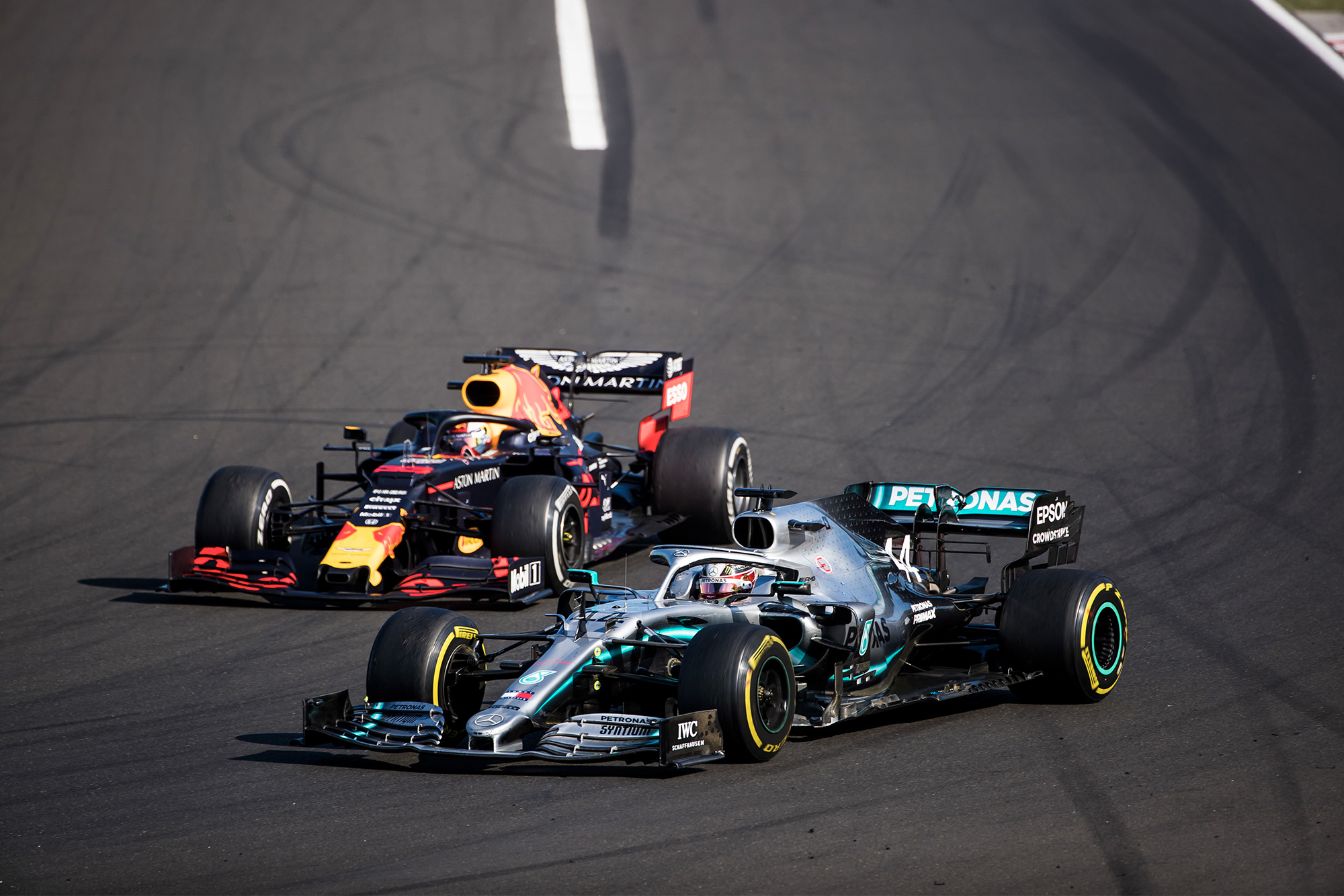 Lewis Hamilton overtakes Max Verstappen for the lead of the Hungarian Grand Prix