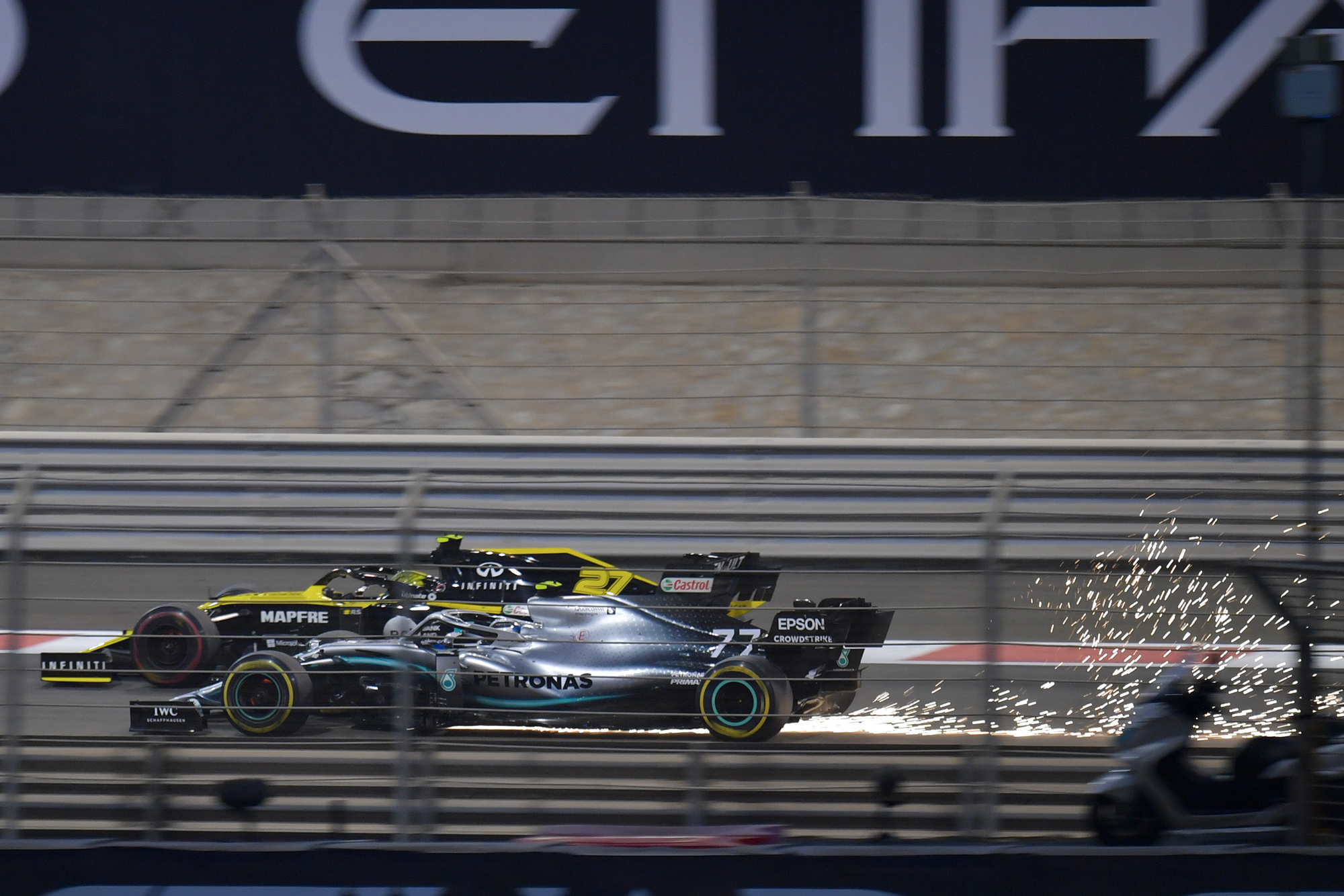 Valtteri Bottas overtakes Nico Hulkenberg during the 2019 Abu Dhabi Grand Prix
