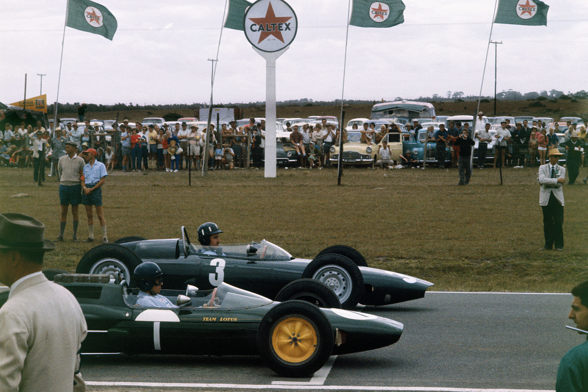 Graham Hill and Jim Clark line up at the 1962 South African Grand Prix