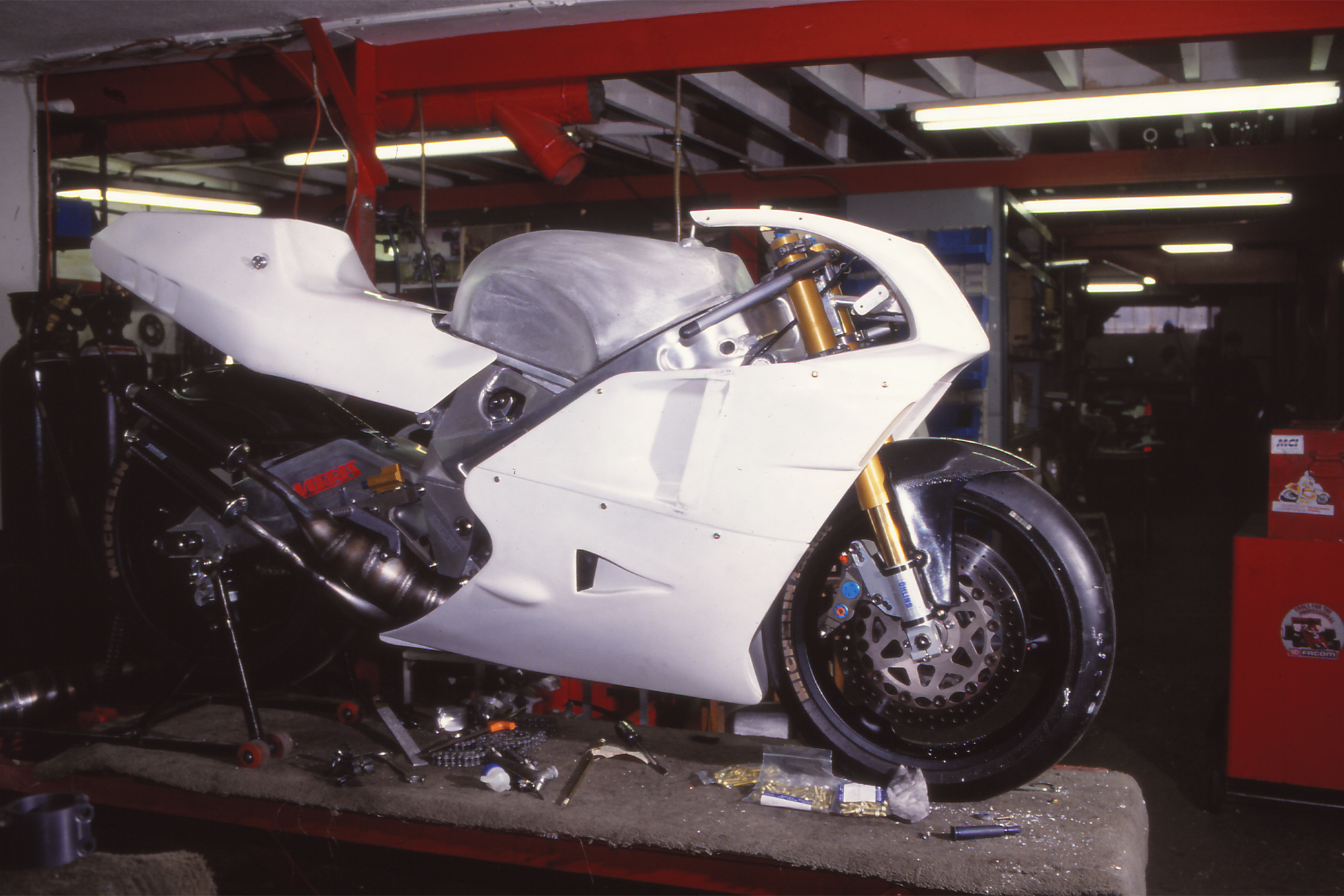 A Harris YZR500 under construction in 1992